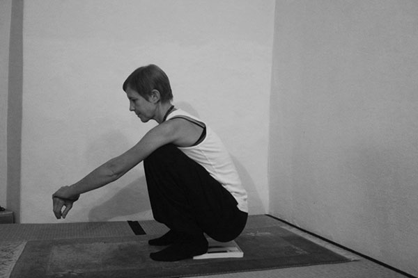 squat-side-bw